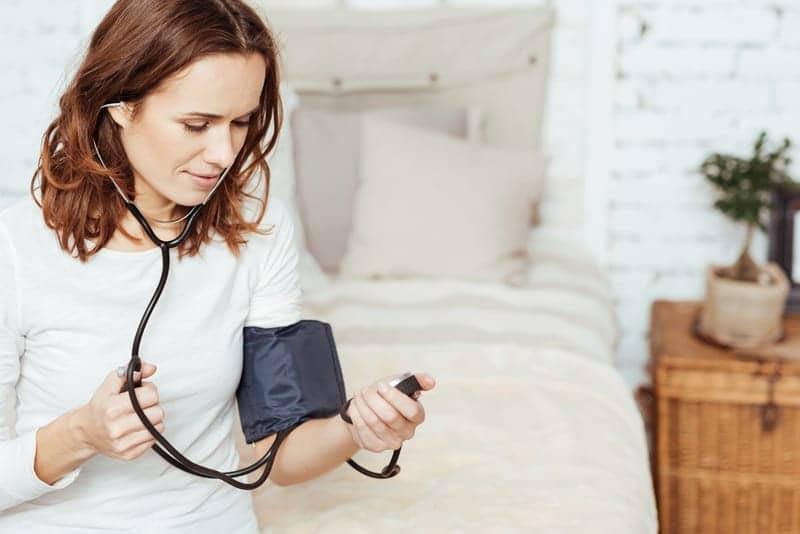 In Women, Even Mild Sleep Problems May Raise Blood Pressure