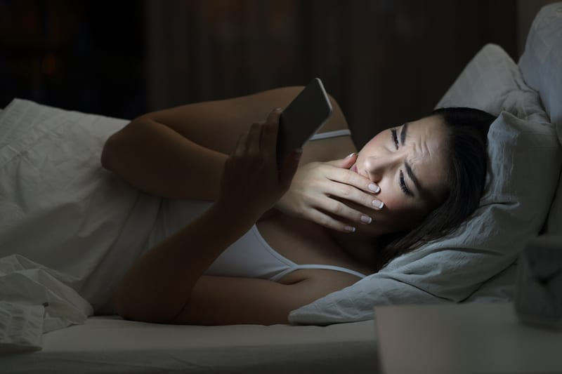 Children Looking at Screens in Darkness Before Bedtime At Risk of Poor Sleep