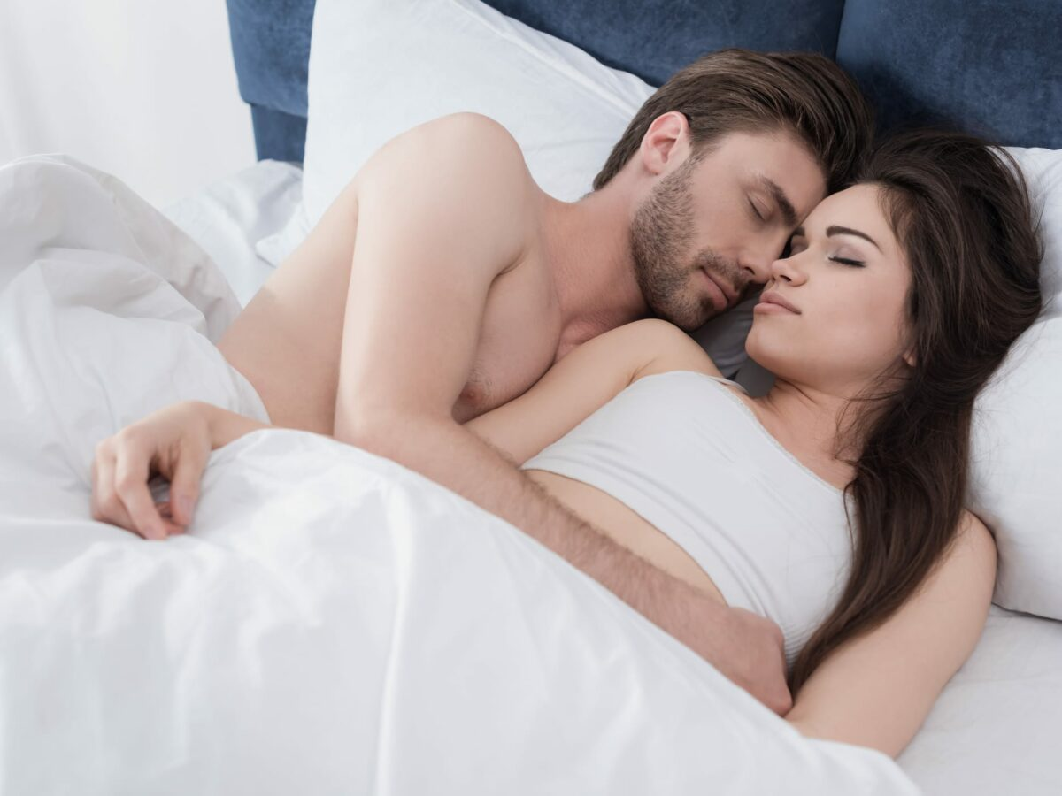 Couples Who Share a Bed Show More REM Sleep & Syncing of Sleep Architecture | Sleep Review