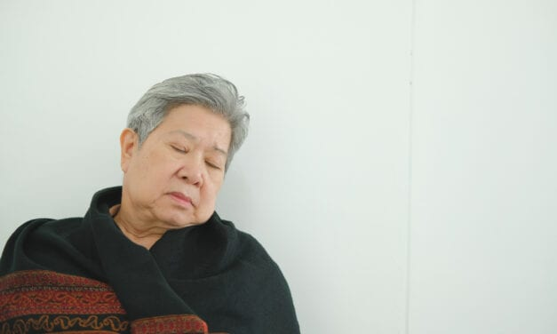 Afternoon Napping Linked to Better Mental Agility in Seniors