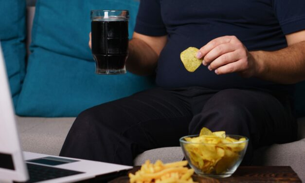 Sleeping Less Than 7 Hours Linked to Snacking More